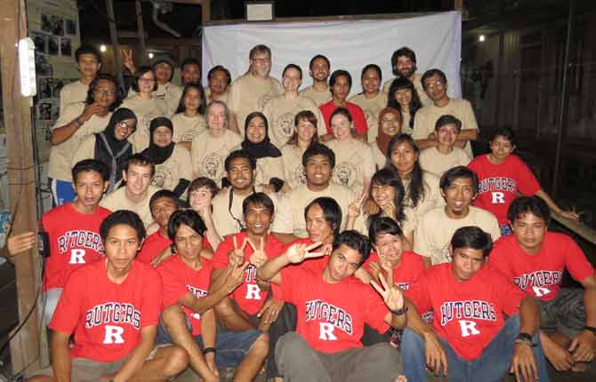 Rutgers faculty & students with Tuanan Research Station staff